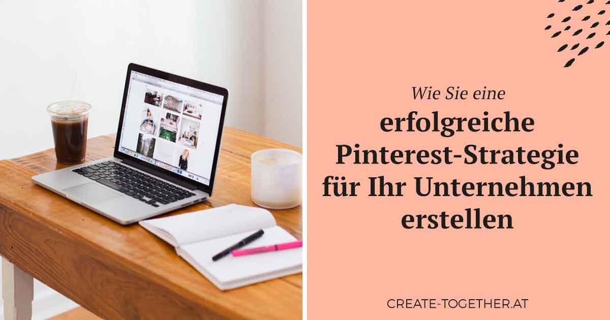 """Laptop und Notizblock am Schreibstisch mit Textoverlay """"Wie Sie eine erfolgreiche Pinterest-Strategie für Ihr Unternehmen erstellen"""""""