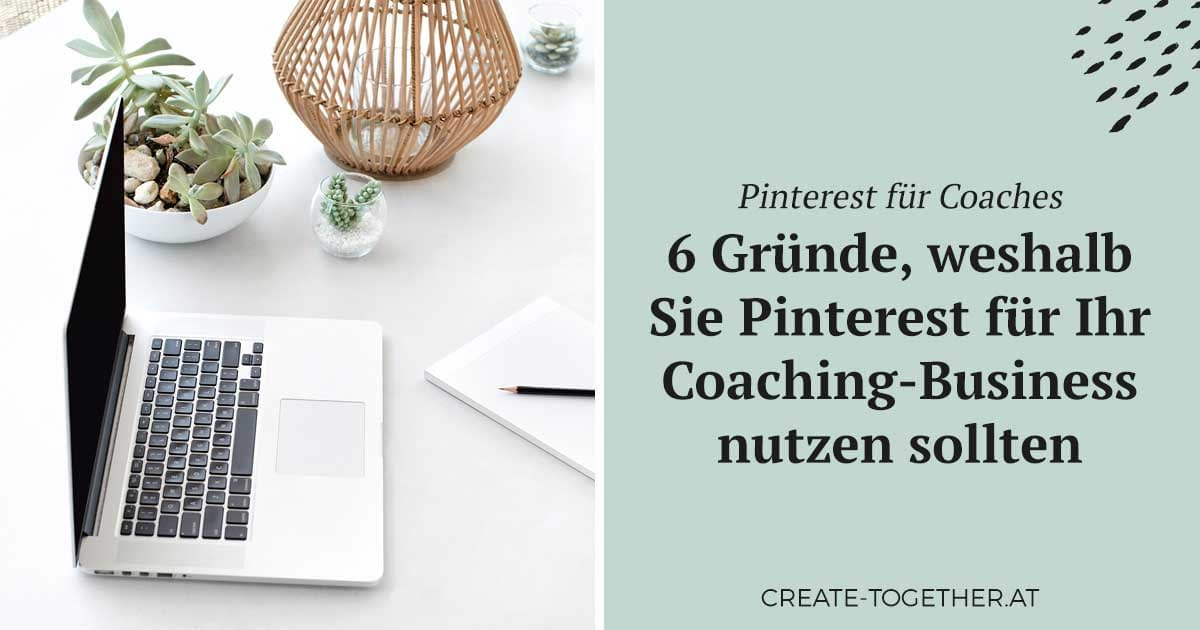 "Laptop neben Blumendeko, Textoverlay ""Pinterest für Coaches"""