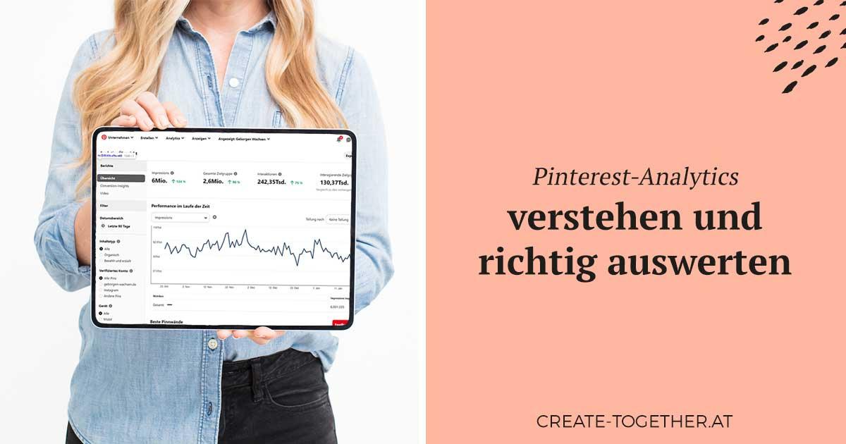 """Frau mit Tablet, man sieht die Statistik in Pinterest-Analytics, Textoverlay """"Pinterest Analytics verstehen und richtig auswerten"""""""