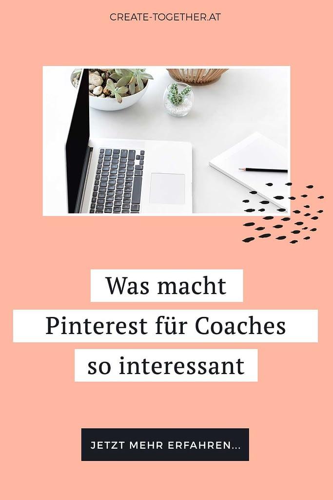 "Laptop neben Blumendeko, Textoverlay ""Was macht Pinterest für Coaches so interessant"""